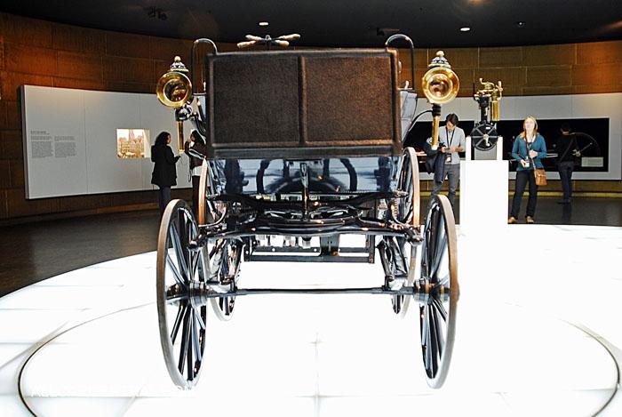 MERCEDES BENZ DAIMLER MOTOR CARRIAGE 1886 ↺. Daimler photographs and technical data All Car Central Magazine P1