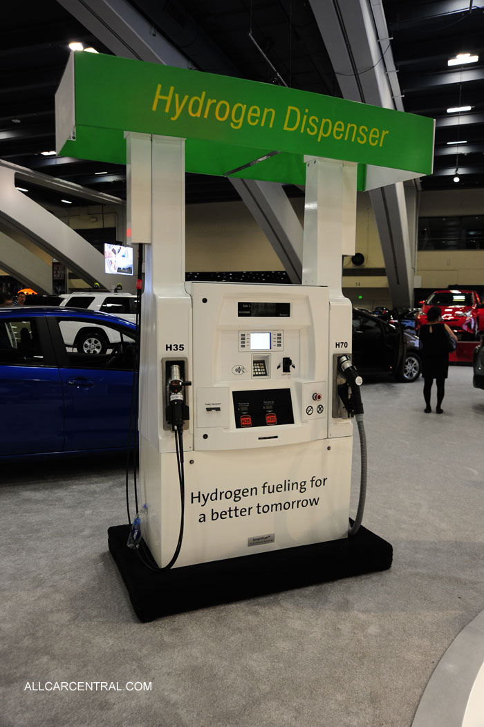 Toyota Hydrogen fuel cell MIRAI sn-JTDBVRBD5GA000109 2016 San Francisco Chronicle